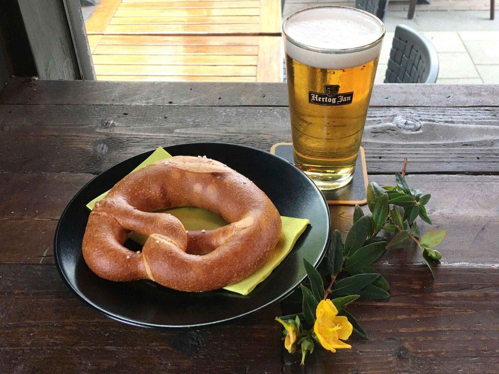 visual content foodstyling Studio NRG Blue- pretzel-beer-bier